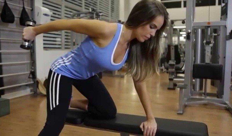 triceps coice com halteres